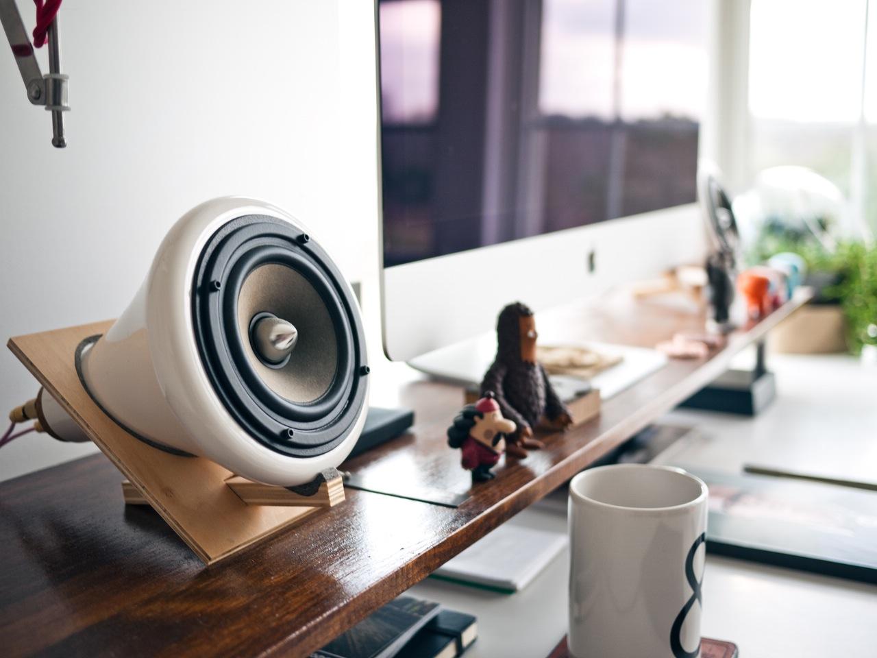 apple-desk-designer-display
